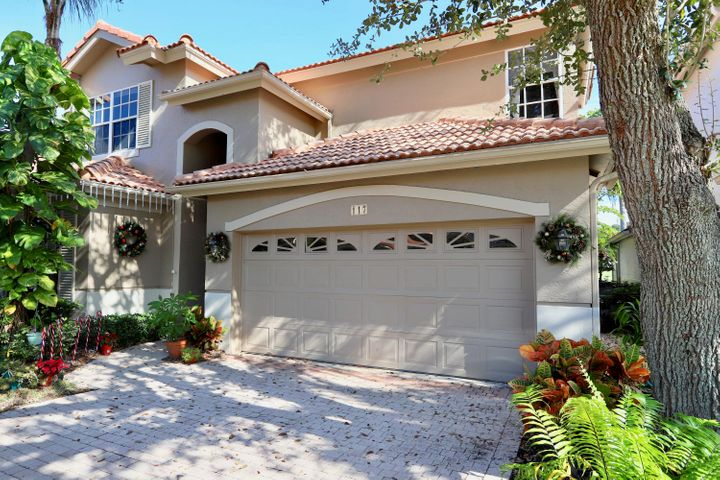 A perfect SEASONAL / OFF-SEASON rental.  Meticulously kept 4 bedroom 3 bath home in the double gate community of Monterey Pointe.  Located on the Palmer Golf Course with a private pool  and screened in lanai, granite kitchen and community pool.  This is the place to be in the SEASON and OFF-SEASON...the area boasts great restaurants and summer specials! NO SMOKING!