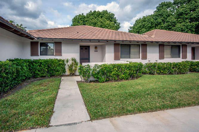 Excellent 2 bedroom 2 bath Villa located in the heart of PGA NATIONAL. Club sports membership is available and optional.