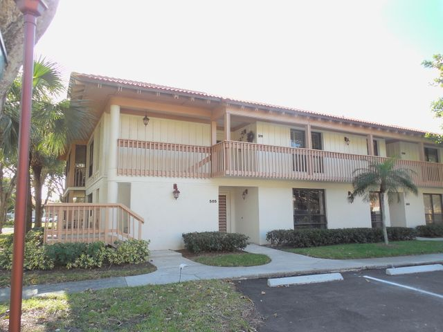 Beautifully furnished 2 bedroom, 2 bath condo perfect for someone relocating who wants to get the lay of the land before committing to a longer rental or purchase. It is in the gated PGA NATIONAL resort community 8 miles north of downtown west palm beach and the airport. The condo has been totally remodeled with hard wood floors, new kitchen with granite counter tops, new stainless refrigerator, stove, microwave, and dishwasher. New washer and dryer in unit, wrap around screened porch. Second bedroom is set up as an office/TV room with a 65 inch HD smart TV, but the couch is a sleeper sofa to accommodate guests. Plenty of parking, walk to 2 community pools. Great location Near I95.and Turnpike Pratt Whitney, Scripps Research, & Max Planck. Avail May-November 2021.