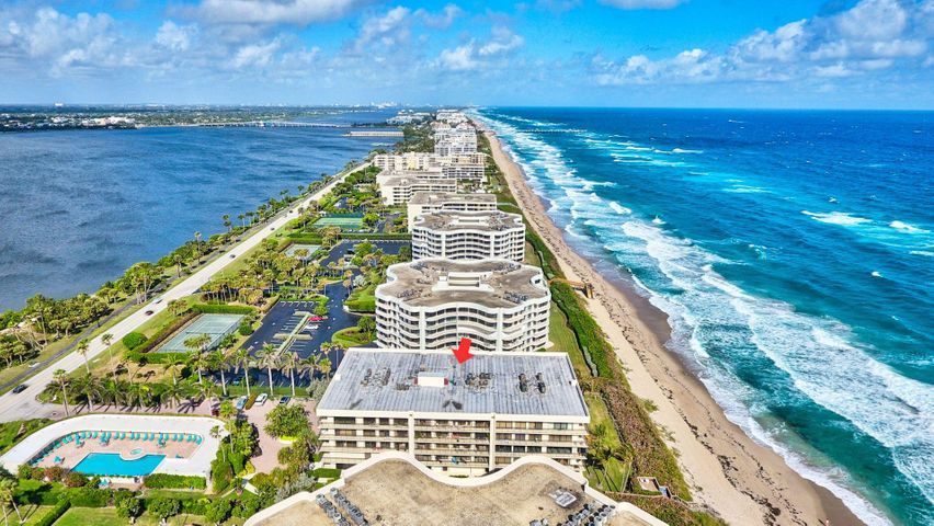 Luxury Palm Beach 27 Unit Boutique Oceanfront Building. . Spacious two bedroom, two bath, eat in kitchen, formal dining room, split floorplan and a large terrace. Amenities include doorperson, renovated fitness center & owners club room. Beautiful pool, renovated lobby & hallways, garage parking.  Small pet welcome.