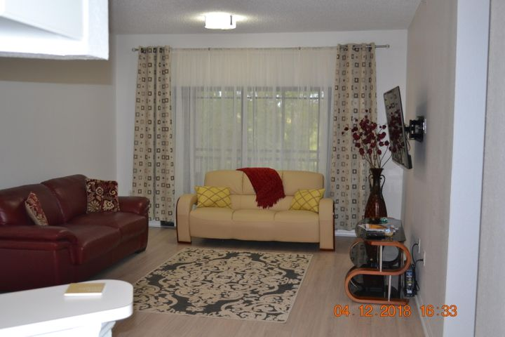 Nicely furnished third floor unit. Great amenities, pool, jacuzzi, steam/sauna rooms, gym, tennis, etc.
