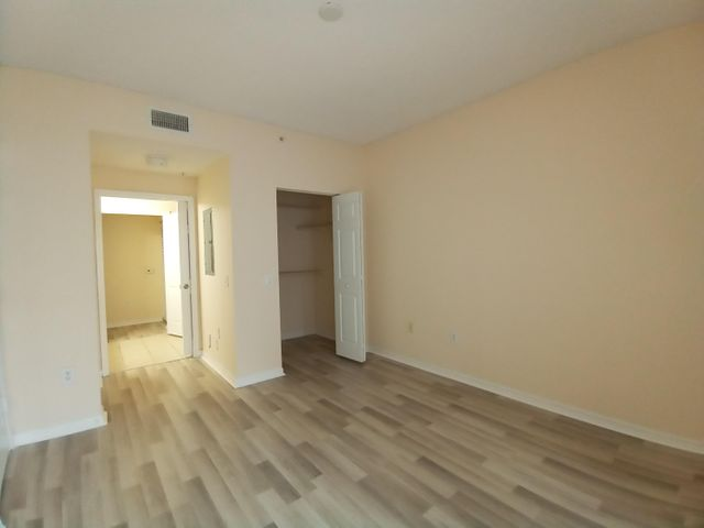 BEATIFUL 2br /2 bth CONDO, 1st FLOOR. FRESHLY PAINTED, NEW LAMINATE FLOOR. 9' ft CEILING. WASHER/DRYER IN THE UNIT. SPLIT FLOOR PLAN. GATED COMMUNITY 'SAN MATERA' OFFERS GREAT AMENITIES LIKE GYM, POOL, CLUB HOUSE, TENNIS COURTS,ETC. CLOSE TO PGA MALL, I-95,BEACHES. CR.SCORE OVER 650+ BY THE HOA.