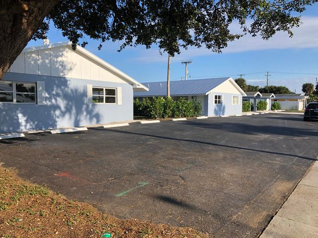 FANTASTIC, NEWLY REMODLED MODERN 2/1.5 APARTMENT. LARGE KITCHEN, BEDROOMS AND FAMILY ROOM, NEW LIGHTING AND CEILING FANS. PRIVATE OUTDOOR YARD AREA. TWO DESIGNATED OFF STREET PARKING SPACES. GREAT LOCATION IN PALM BEACH GARDENS, PETS ALLOWED, LAWN CARE INCLUDED.. CLOSE TO SCHOOLS PUBLIX, GARDENS MALL, DINING AND I95.ANNUAL RENTAL, FIRST, LAST SECURITY & PET DEPOSIT. CREDIT CHECK AND BACKGROUND CHECK. CALL TODAY FOR EASY SHOWING.