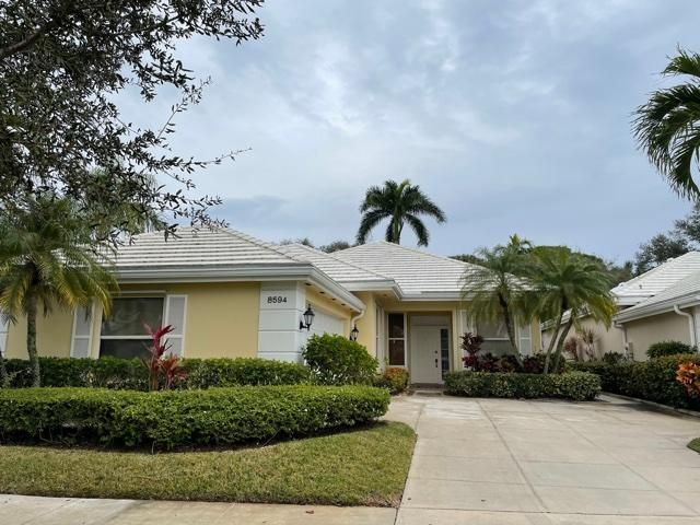 Beautifully renovated extended Bedford model in the Garden Oaks community.  Three bedroom, two full baths, screen enclosed patio and fenced yard.  No dogs (sorry, association rule).  TWO YEAR RENTAL required by association.  Community ammenities include pool, tennis courts as well as 24 hour manned gate.  You will be required to make application with the association. ($100/per adult)