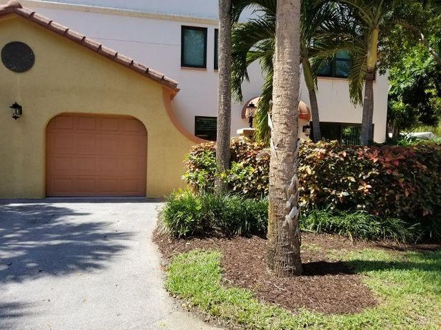 VERY WELL MAINTAINED 2 BEDROOM 2.5 BATH 1 CAR GARAGE TOWNHOME IN GATED COMMUNITY IN DESIRABLE JUNO BEACH.  BEING SOLD FURNISHED OR UNFURNISHED.  HURRICANE IMPACT WINDOWS THROUGHOUT INCLUDING FRONT DOOR.  LAMINATE FLOORS ON THE FIRST LEVEL, GRANITE COUNTER TOPS IN KITCHEN.  A/C WAS REPLACED IN 2018, HOT WATER HEATER IN 2019.  OCEAN TRACE IS A RESORT STYLE COMMUNITY WITH FITNESS CENTER, 2 COMMUNITY POOLS AND ON-SITE MANAGEMENT.  CLUBHOUSE HAS STATE OF THE ART FITNESS CENTER.  LOCATED MINUTES TO BEAUTIFUL BEACHES, FABULOUS DINING, GOLF, SHOPPING, BOATING AND SO MUCH MORE.