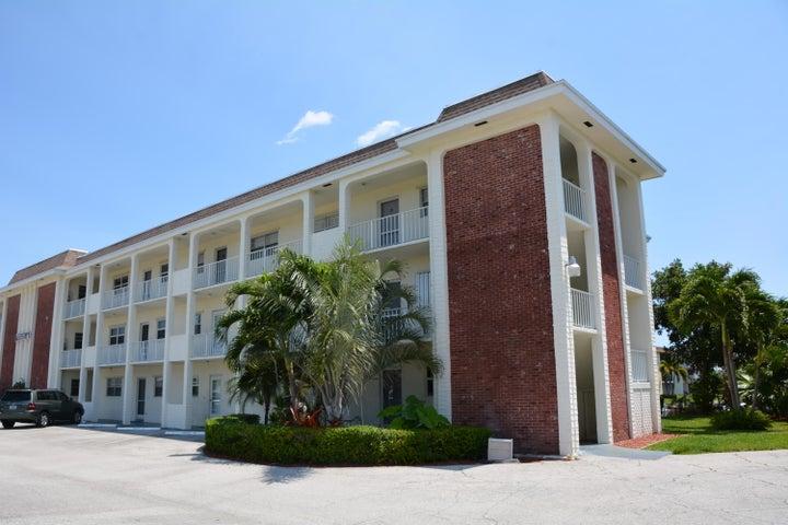 236 Castlewood Drive, 302, North Palm Beach, FL 33408