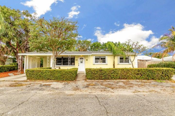 1861 Len Drive, North Palm Beach, FL 33408