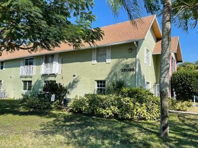 Great newly remodeled second floor unit. Pool and laundry on site. Assigned parking. 2 bedrooms and two bathrooms. Close to Gardens Mall and restaurants. Minutes to I95