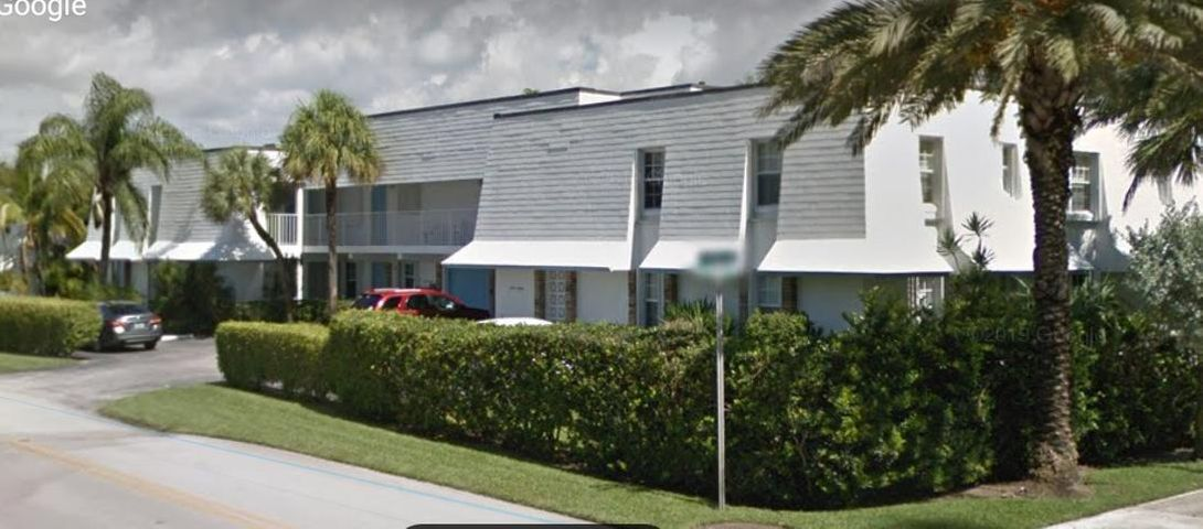 ACROSS THE STREET FROM SINGER ISLAND BEACH. RITZ CARLTON AND MARRIOTT RESIDENCES, THIS SPACIOUS GROUND FLOOR THREE BEDROOM HOME INCLUDES A CONVERTIBLE BEDROOM INTO FAMILY ROOM/DEN BY RETRACTING DIVIDER WALL TO LIVING ROOM. NEW STAINLESS APPLIANCES, GRANITE COUNTER TOPS IN KITCHEN AND BATHROOMS. CLOSED IN PORCH OFF LIVING ROOM, DINING AREA IN KITCHEN. ONE CAR GARAGE, GUEST PARKING. PRIME LOCATION TO INVEST, NO RENT RESTRICTIONS, LAUNDRY FACILITY FREE TO RESIDENTS, HILTON MEMBERSHIP AVAILABLE 4 BLOCKS NORTH $900.00/YEAR FOR BEACH, POOL AND GYM TRANSFERABLE TO TENANTS WHEN LEASED, 1/2 MILE WALK TO BEACHFRONT DINING AND SHOPS, 1 MILE TO SAIL FISH MARINA RESORT, SPORT FISHING CHARTERS, 2 MILES TO JET SKI/KAYAK RENTALS.  FURNISHED TURN KEY MOVE IN