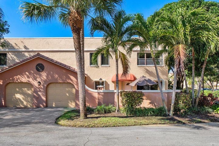 THIS JUNO BEACH TOWNHOME IS IN A GREAT LOCATION IN A GATED COMMUNITY. THIS IS A CORNER UNIT AND IS LOCATED ON THE EAST SIDE OF THE COMPLEX.MOVE IN CONDITION WITH A PRIVATE PATIO AND 1 CAR GARAGE !!! RESORT STYLE AMENITIESWITH 2 POOLS ,FITNESS CENTER, CLUBHOUSE, AND ON SITE  MANAGEMENT.CLOSE DISTANCE TO BEAUTIFUL BEACHES, FINE DINING,GOLF,BOATING,AND PGA MALL. 15 MIN TO PGA AIRPORT. COME ENJOY THE FLORIDA LIFE STYLE!!!