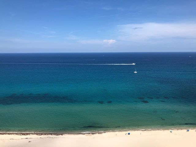 Gorgeous, unobstructed crystal blue ocean views from this high-floor 2BR / 2BA split floor plan unit.  Enjoy the ocean view from the giant kitchen pass through /bar. Bonus alcove in the E unit offers a home work space & extra storage. Unit is tiled throughout, kitchen w/ stainless appliances, granite counters. Washer/Dryer inside unit. Very healthy HOA with stable quarterly fees. Tiara, a luxury amenity building offers a resort lifestyle, valet, 24/7 concierge & manned gate. A 1BR suite for guests of residents. Heated pool, separate jacuzzi, tennis, men's & women's fitness centers w/ steam room & sauna, billiard room, library, & card room. Beachside restaurant - eat-in or delivery. 43rd floor Marquis lounge w/ 360 degree view + WiFi. 15 mins to 1st class shopping, dining & entertainment.