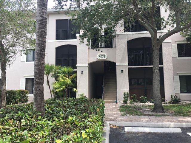 RENT INCLUDES WATER & SEWER. UNBELIEVABLE LOCATION !!! WALKING DISTANCE TO GARDENS MALL, DOWNTOWN AT THE GARDENS WITH RESTAURANTS, MOVIE THEATER, WHOLE FOODS AND PALM BEACH STATE COLLEGE. EASY ACCESS TO I-95 AND TURNPIKE.