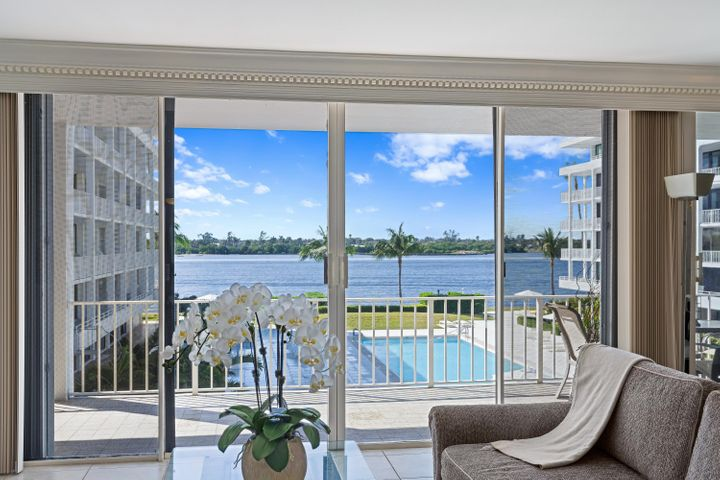 Stunning Intracoastal sunset views; this 3BD/3BA residence has an expansive 40-ft wraparound terrace with gorgeous views of the Intracoastal and amazing sunsets and overlooks the stunning Mario Navarro designed 75-ft pool. Both the spacious master bedroom suite and the guest bedroom have gorgeous water views and their own access to the spacious terrace. Located directly across the street from the exclusive Four Seasons Resort with beachfront dining, a world class restaurant, luxurious spa, and indoor & outdoor bars. The Cove is comprised of 3 buildings on 4 acres and boasts 425 feet of intracoastal frontage with a brand new seawall. Deeded beach access exclusively for Cove residents.