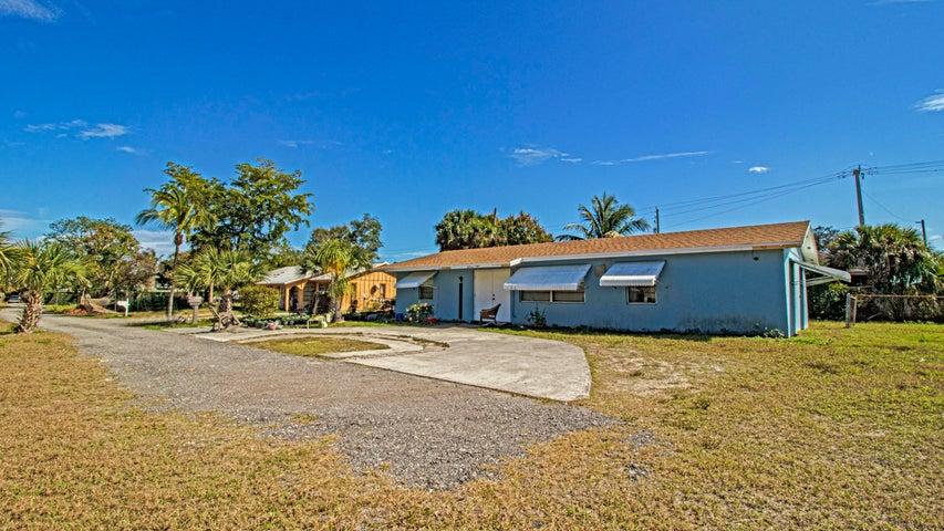 8406 SE Haslom Street, Hobe Sound, FL 33455