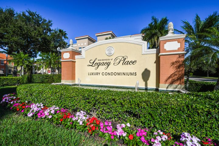 Turnkey comfortable, elegant, bright light with balcony on lake.  Centrally located in Palm Beach Gardens easy access to shopping,  beach. I 95.  Lovely club house pool tennis.  2 deeded parking spaces.  Available for 6 month lease or annual.  All new SS appliances, large open kitchen, separate dining area, covered porch, corner unit very private.