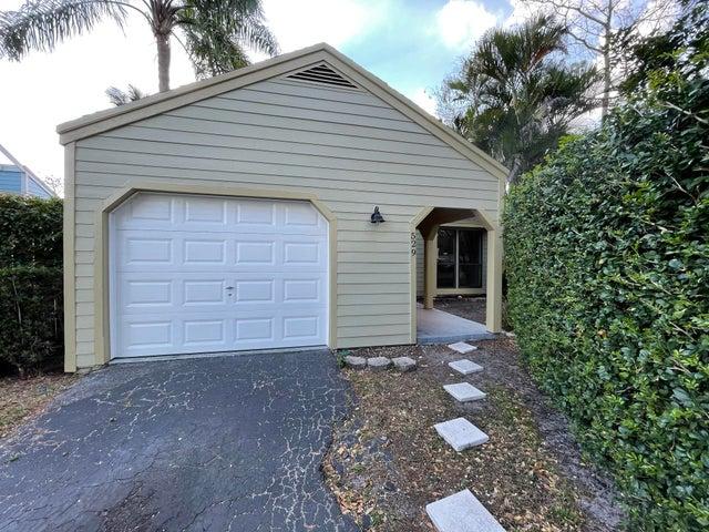 529 Golden Wood Way, Wellington, FL 33414