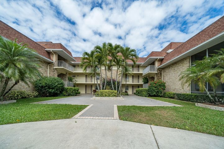 This is a Hidden 1 bedroom 1 bathroom Gem in the Heart of Beautiful Palm Beach Gardens. Come make this rare 1st floor unit with it's  tranquil relaxing view your home before it is gone. It's  In walking distance to 2 excellent  restuarants, and a spa. Minutes away from the Palm Beach Gardens Mall, close to I95 and the turnpike and 20 mins from the airport. This unit will not last. You're sure to fall in love with the view from this quiet end unit.