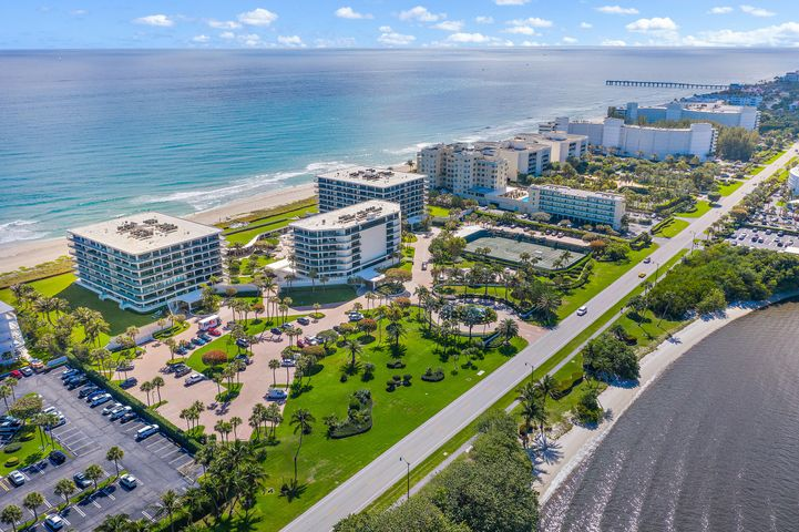 This large light-filled three bedroom corner unit has beautiful views of the ocean and Intracoastal and is located in a premier direct ocean front building. Features include gracious room sizes, an open floor plan, a large wrap around balcony, a double pool-side cabana and in-unit laundry room. Building amenities include clay tennis courts, 2 car under ground garage parking, resort style pool, fitness center and a 24 hour doorman. Up to 2 pets are welcome with no size restrictions.