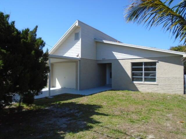 8505 SE Eucalyptus Way, Hobe Sound, FL 33455