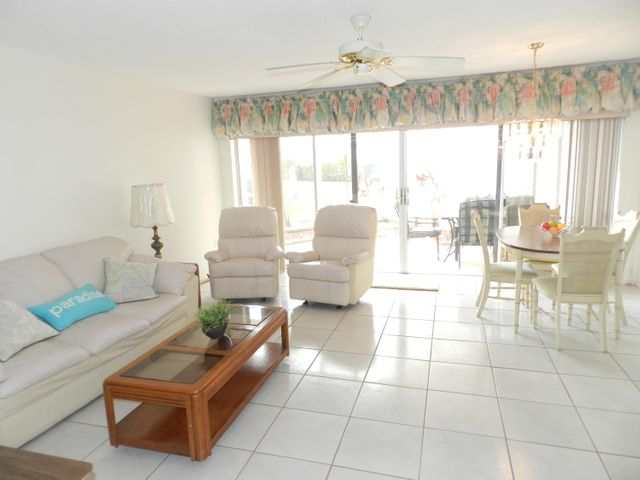 7 Greenway Village N, 105, Royal Palm Beach, FL 33411