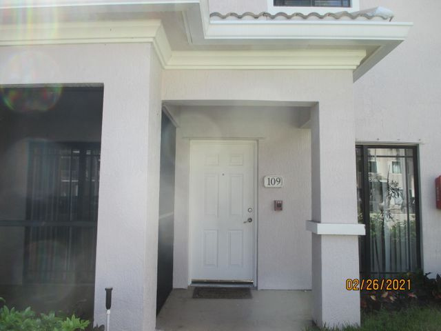 Largest townhouse in San Matera. Attached garage. 3BR 3BA ,with loft, wood floors, granite counters, freshly painted.  Close to mall, downtown at the Gardens and beaches.