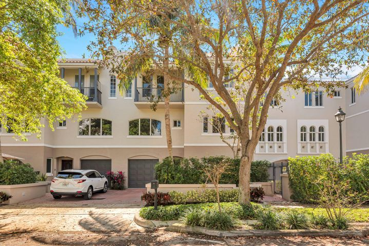 This Boca Brownstone offers the ultimate in downtown living, in the very heart of Boca Raton. Walk or Bike to the Beach, Fine Dining, The Boca Resort, The Boca Beach Club, Mizner Park & Amphitheater