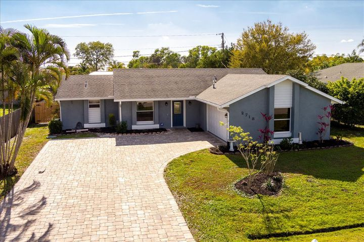 2718 SE Buccaneer Circle, Port Saint Lucie, FL 34952
