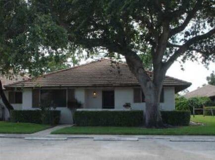 521 Club Drive, Palm Beach Gardens, FL 33418