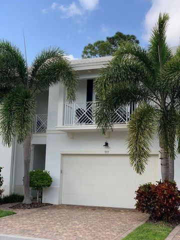 7117 Kensington Court, Palm Beach Gardens, FL 33418