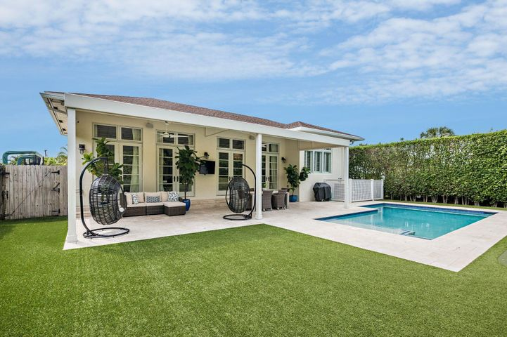 231 Bloomfield Drive, West Palm Beach, FL 33405