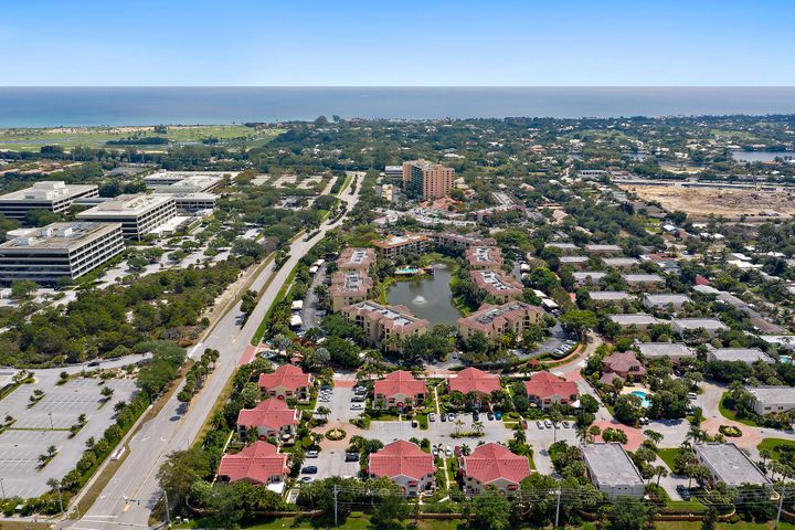 Charming tropical villa in desired Juno Beach. Minutes from the ocean and beach, near to the intracoastal. Paradise destination in luxurious, gated resort community. Updated granite counters, stainless appliances, open floor plan and spacious patio offer a comfortable life style