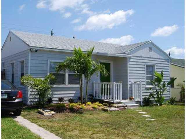 1604 13th Avenue N, Lake Worth, FL 33460