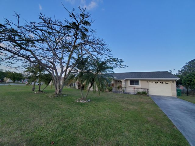1417 SE Marisol Lane, Port Saint Lucie, FL 34952