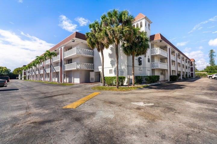400 SE 10th Street, 215, Deerfield Beach, FL 33441