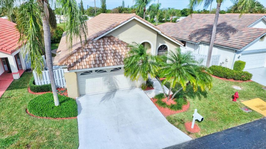 169 Executive Circle, Boynton Beach, FL 33436