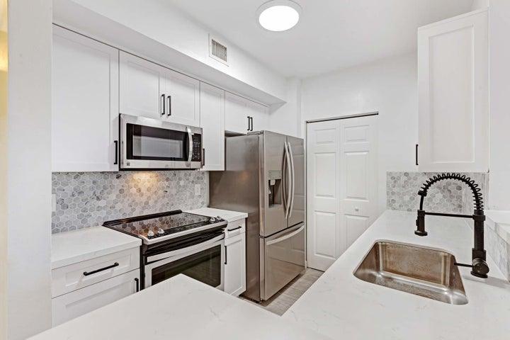 780 S Sapodilla Avenue, 202, West Palm Beach, FL 33401