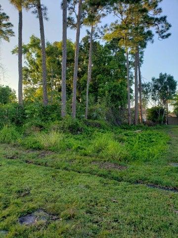925 SE Atlantus Avenue, Port Saint Lucie, FL 34983