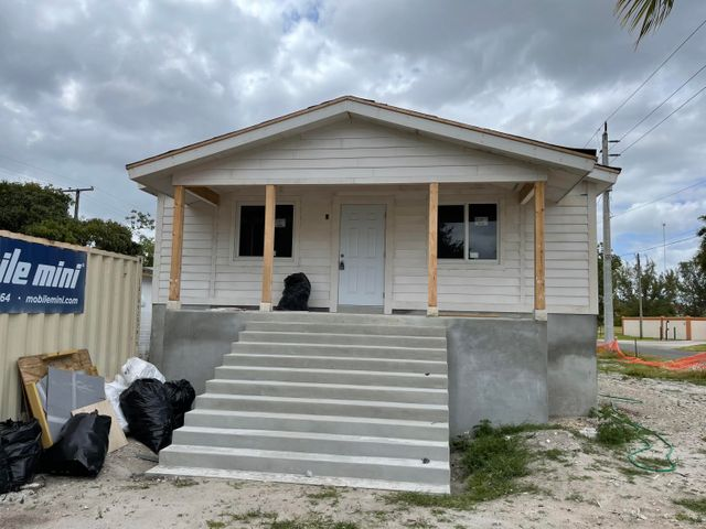 Elevated Front per new Hurricane Guidelines Home made with Structural Insulated Panels that are made to withstand a hurricane and give you up to 70% reduction in energy costs!!