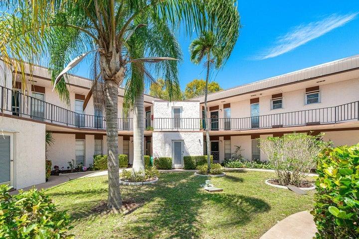 4 Greenway Village N, 209, Royal Palm Beach, FL 33411