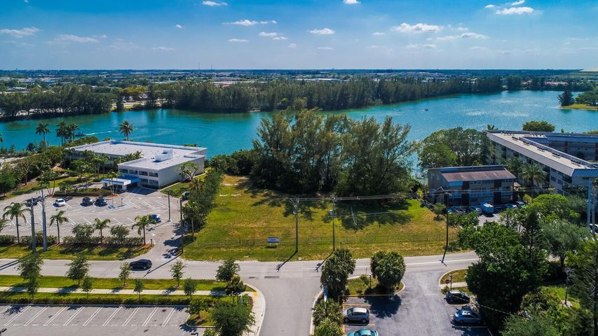 3861 Crystal Lake Drive, Deerfield Beach, FL 33064