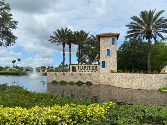 Entrance to Jupiter Country Club