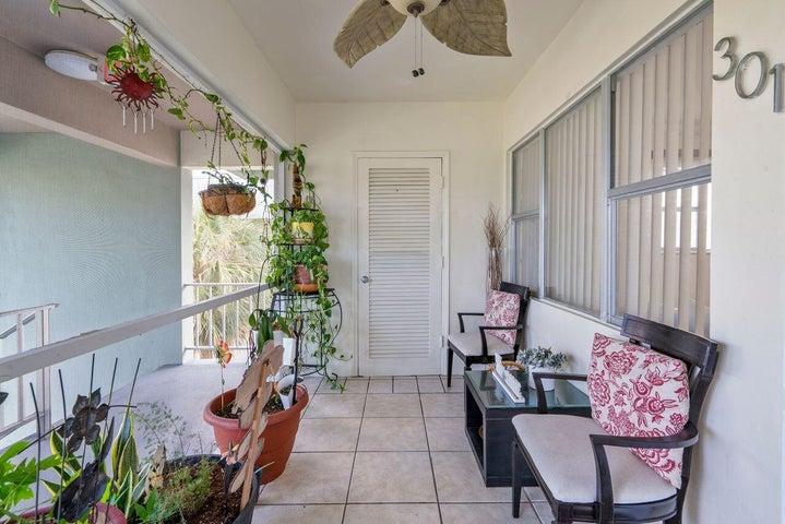 270 Layne Boulevard, 301, Hallandale Beach, FL 33009
