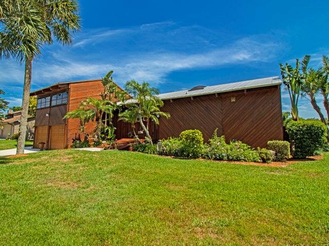 9354 SE Kingsley Street, Hobe Sound, FL 33455