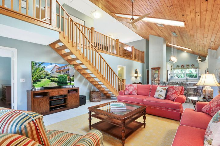 Large, spacious main living area with vaulted ceilings.