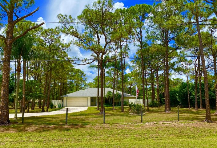Beautifully maintained 1.25 Acres