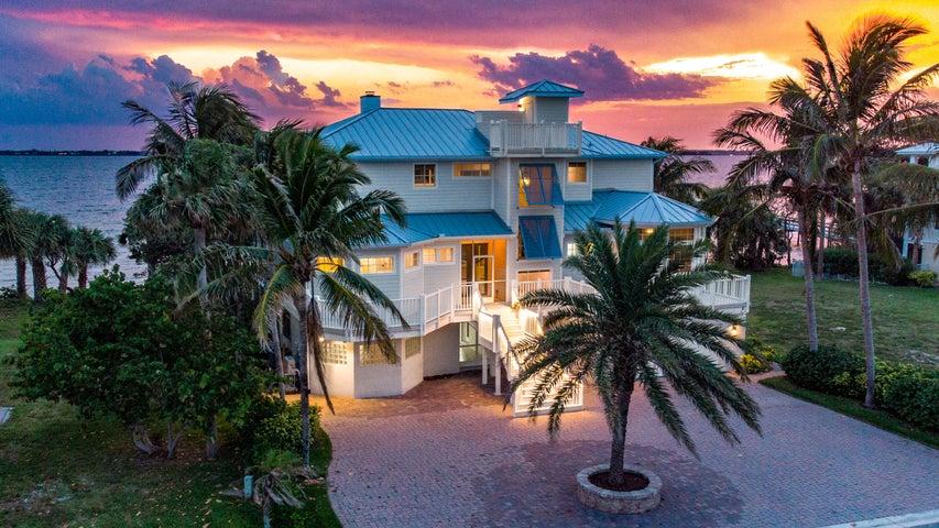 7667 Pelican Pointe Drive, Jensen Beach, FL 34957