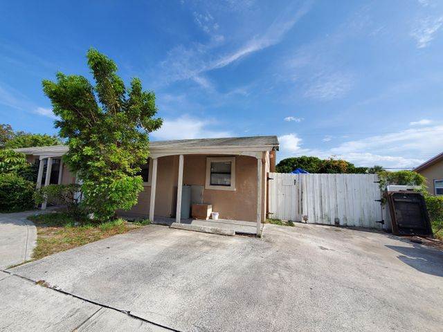 1524 45th Street, West Palm Beach, FL 33407