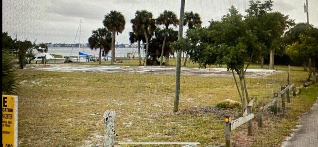 1060 NE Martin Avenue, Jensen Beach, FL 34957