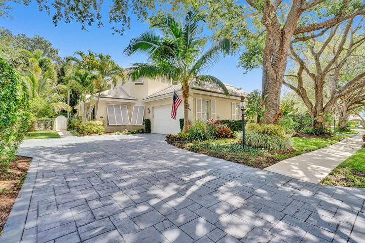 2701 Cypress Island Drive, Palm Beach Gardens, FL 33410