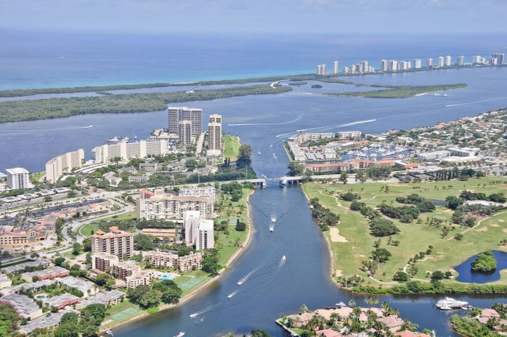 From your quiet garden lanai you see the Intracoastal boat traffic and pool and tennis
